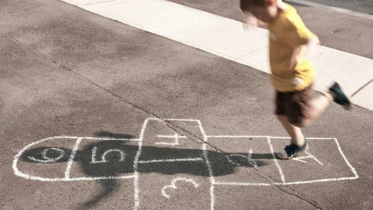 Vínculos y corporalidades en la primera infancia serán tema de un curso para estudiantes