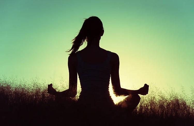 Invitan a ciclo de Yoga en el Comedor Universitario