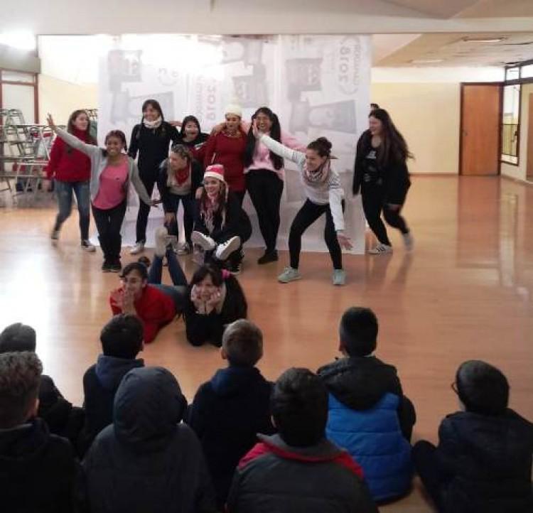 Presentaron obra teatral a niños de la Escuela Carmen Vera Arenas