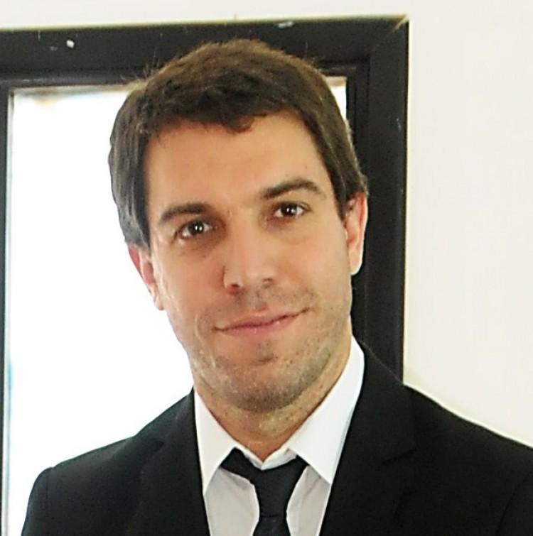 El Dr. Adolfo M. García creó y dirige la Maestría en Lenguaje y Cognición.