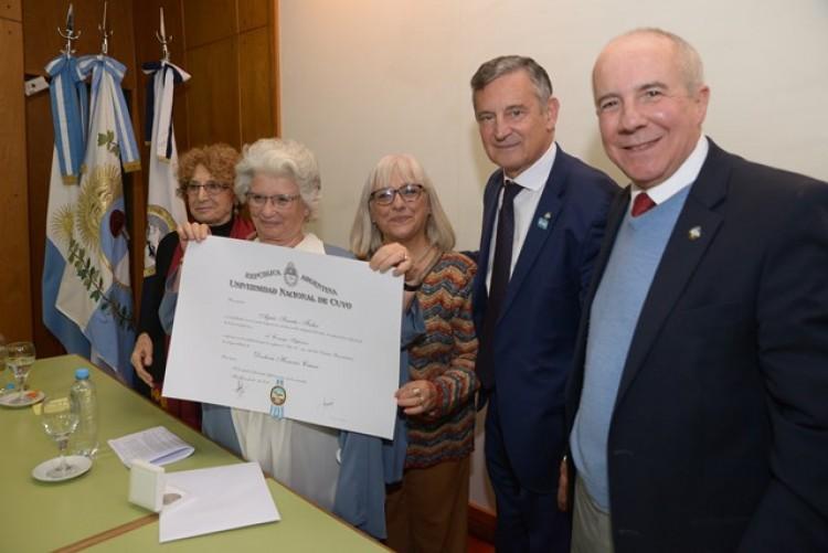 Agnés Szanto es Doctora Honoris Causa de la UNCUYO