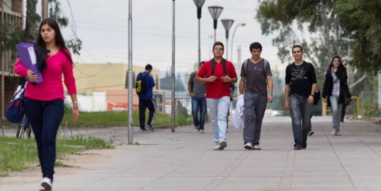 Estudiantes de la UNCuyo pueden ser tutores de extranjeros