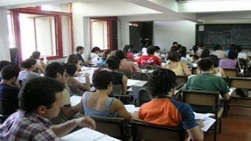 Ofrecen tutorías para preparar materias previas de la secundaria