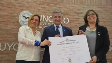 Nueva doctora Honoris Causa distinguida por su solidaridad y compromiso con los derechos de las personas sordas