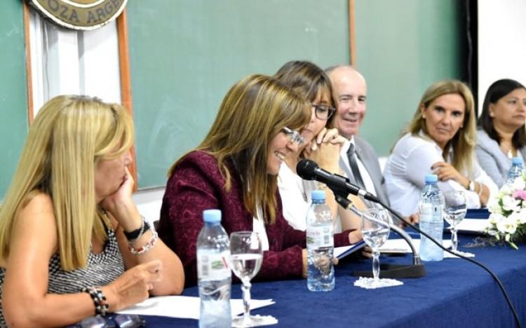 Asumieron nuevas autoridades en la Escuela Carmen Vera Arenas