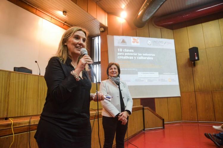 De izquierda a derecha: Ximena Erice y Esther Sánchez.