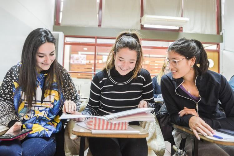 Extienden convocatoria de intérprete de Lengua de Señas para estudiante de la Facultad