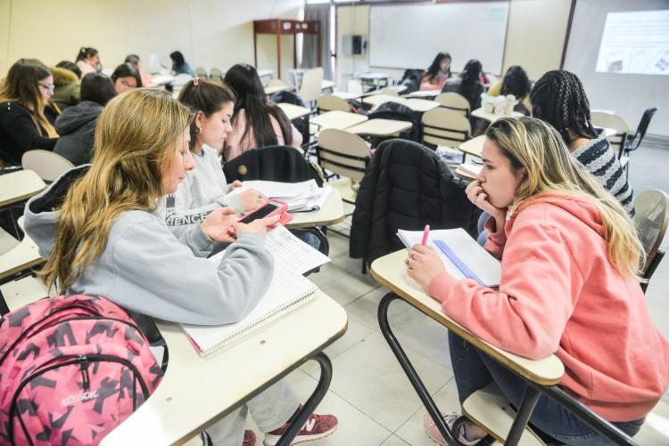 Egresados en Psicomotricidad y especialistas en semiótica podrán reforzar espacios curriculares