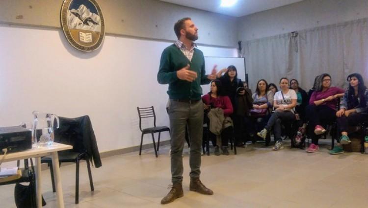 Fernando Daniel Huberman, profesor en Psicología Comunitaria estuvo a cargo del taller