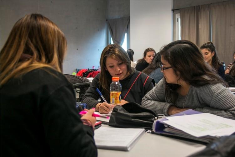 Becarán a estudiantes y egresados para realizar tutorías en el Ingreso 2020