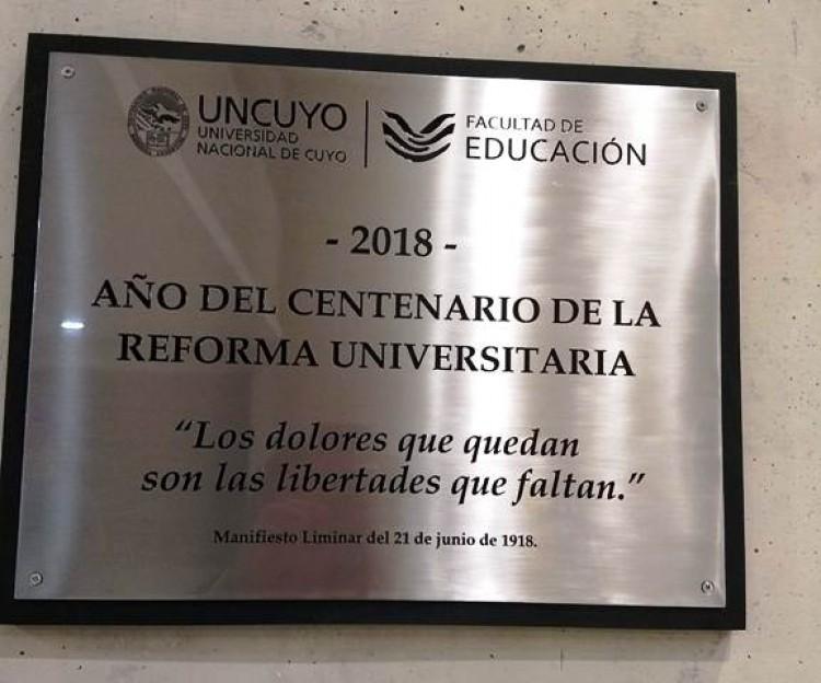 Placa conmemorativa a 100 años de la Reforma Universitaria en la FED