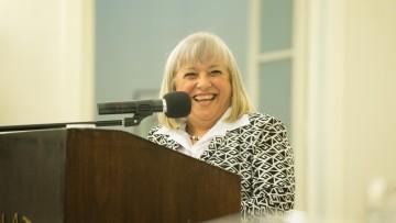 La Dra. Mónica Castilla fue reconocida por su gran trayectoria en Educación
