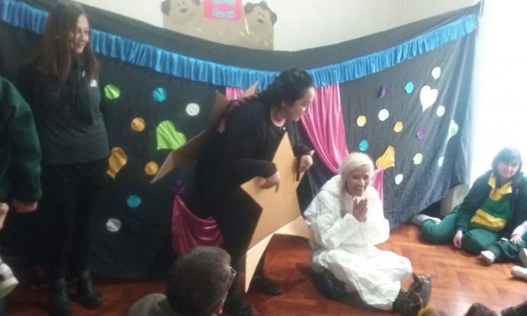 Narraron cuentos a los alumnos del Jardín Maternal Monerías