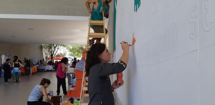 La confección del mural ya empezó en sede Campus.