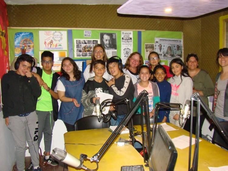 Estudiantes de Luján y Godoy Cruz transmitieron sus noticias en la Radio Cuyum