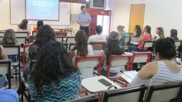 Felipe Henríquez Valenzuela dio una charla en la Facultad de Educación