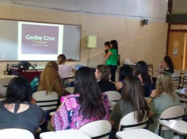 Dieron una charla sobre método Montessori para docentes de un Jardín Maternal