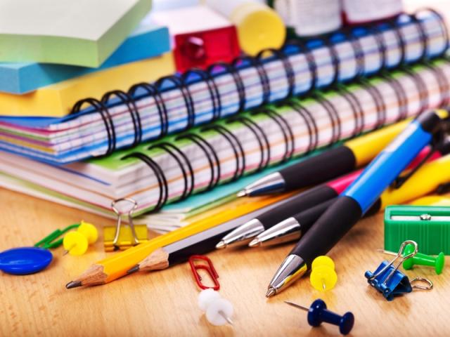 Colecta de útiles escolares en la Facultad de Educación