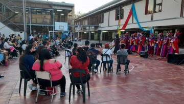 Dieciocho artistas de La Buena Moza animaron la celebración del Día del Estudiante y Egresado