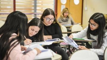 Buscan tutor que acompañe a estudiantes con discapacidad visual