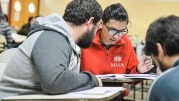 Convocan a estudiantes avanzados y egresados para presentarse a una tutoría