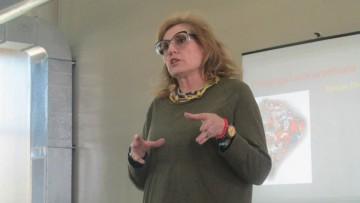 Especialista analizó la relación entre educación popular y educación de adultos